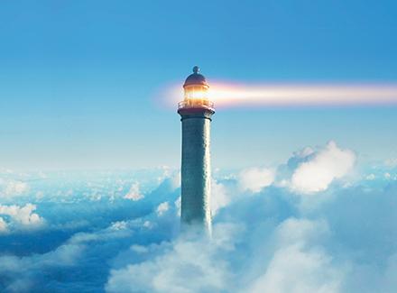 lytårn over skyene
